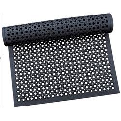 Коврик 600 х 900 х 14 мм резиновый с отверстиями с кантом