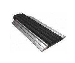 Накладка на ступени 46х6х1000 мм алюминиевая противоскользящая с резиновой черной вставкой, цена за 1 шт.