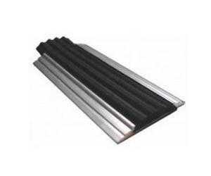 Накладка на ступени 46х6х4000 мм алюминиевая противоскользящая с резиновой вставкой, цена за 1 шт.